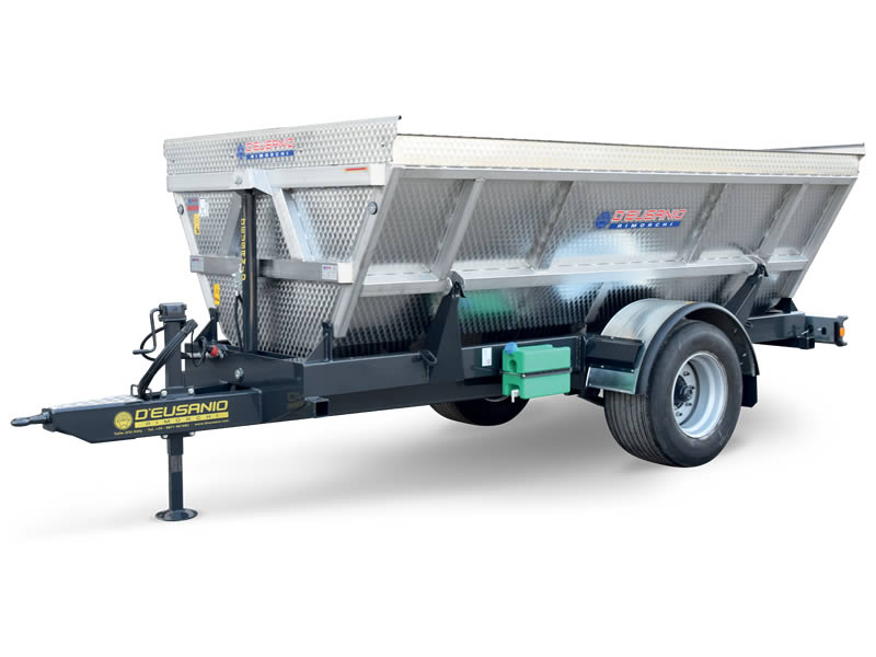 Single axles farming or grapes carriage trailer with bilateral Hydraulic titlting system. Up to 6.000 kg capacity